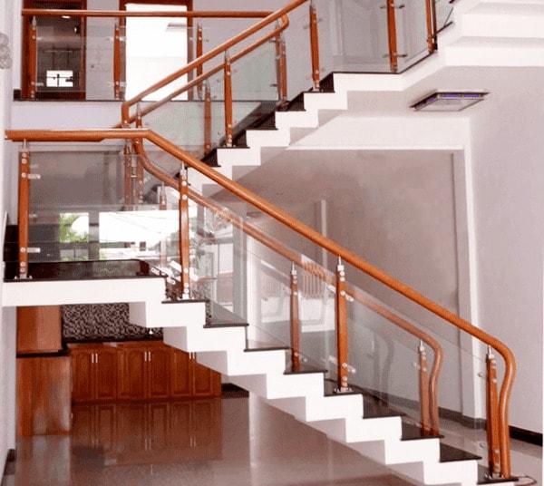 cầu thang lan can kính